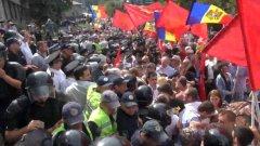 Политическата криза в страната продължава от началото на юни насам