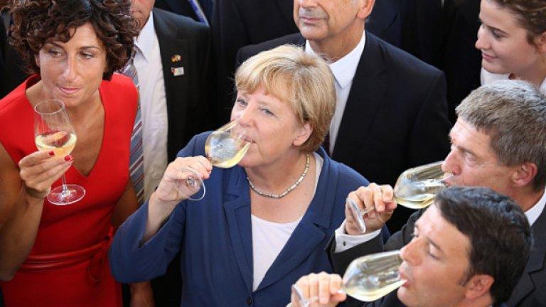 Германският канцлер Ангела Меркел и италианският премиер Матео Ренци на дегустация на вино. Европа пие, пуши и яде твърде много. И все пак средният европеец става все по-здрав.