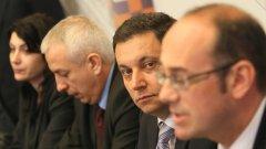 """Новият стар лидер на """"Ред, законност, справедливост"""" Яне Янев отрече преизбирането му за председател на партията да е политически театър..."""