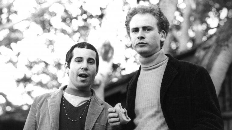Simon and Garfunkel - Homeward Bound Хубаво е да чуеш, че поне някой иска да се привърже към дома. Така че в това отношение браво на Саймън и Гарфънкъл. Нищо, че пеят за нещо доста по-различно като тема.