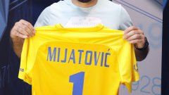 Милан Миятович взе фланелката с №1 и ще бъде конкуренция на Ники Михайлов