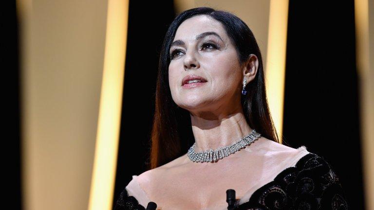 """Гласът ѝ също има ролиОсвен че Белучи дублира собствения си глас за френските и италианските версии на филма Shoot 'Em Up (2007 г.), тя също така озвучава Кайлина във видеоиграта """"Принцът на Персия"""", както и Капи за френската версия на анимационния филм Robots от 2005 г. Има роля и в """"Синбад: Легендата за седемте морета"""" от 2003 г. Гласът ѝ можете да чуете също и в играта Enter the Matrix."""