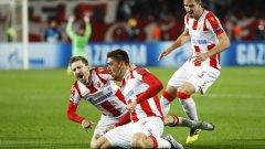 Милан Павков (в средата) стана герой с двата си гола