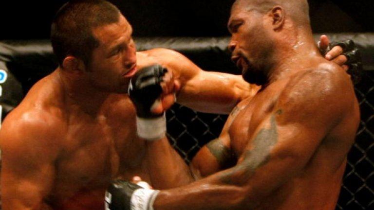 """Срещу Куинтън Джаксън, 8 септември 2007 г., UFC 75 След срива на Pride, завръщането на Хендо в UFC бе неминуемо. На UFC 71 бе обявено, че Хендерсън ще се бие с победителя от мача за титлата в полутежката категория между Рампейдж и Чък Лъдел. """"Куинтън ми е приятел, Чък ми е приятел. Всички сме приятели. Но това е спортът и би се радвал да спечеля малко пари в присъствието на приятели. Просто съм щастлив за феновете, които най-накрая има шанс да видят кой е най-добрият"""", каза Дан тогава. И четири месеца по-късно дойде време за сблъсъка с Рампейдж. След петрундова битка обаче победата и титлата отиде в ръцете на Джаксън."""