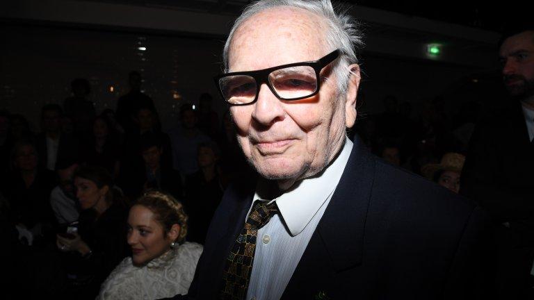 Пиер Карден (1922 - 2020) Легендарният моден дизайнер си отиде на 29 декември на 98 години, оставяйки след себе си значима следа в модната индустрия.