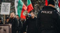 В Twitter полицейското управление на Дортмунд уточнява, че всички те са немски граждани