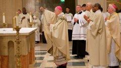 Архиепископ Вигано по време на службата си като папски нунций в САЩ