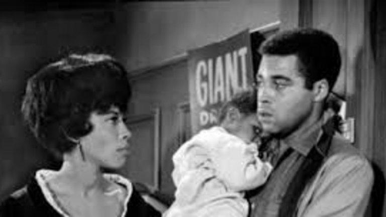 East Side/West Side, 1963 Сериалът се излъчва само един сезон, но за сметка на това успява да доведе до много промени на малкия екран. В него участва актрисата Сисели Тайсън - първата тъмнокожа жена с постоянна роля в праймтайм сериал. Епизодите винаги се занимават с актуални теми, като най-ярък пример е епизодът Who Do You Kill?, в който се разказва за тъмнокожа двойка, която губи детето си трагично и неочаквано. Сериалът се вглежда отблизо в темата за расизма и класовото разделение в Америка. Епизодът води до негативни реакции от страна на местни телевизионни станции, спонсори и зрители. Резултатът е, че до края на десетилетието много телевизионни програми отказват да се занимават със социални проблеми.