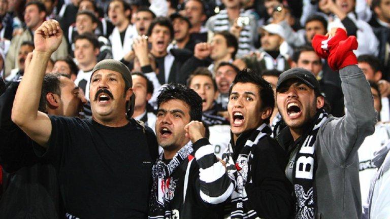 Фанатичната публика на Бешикташ ще посрещне подобаващо местния враг Галатасарай в неделя