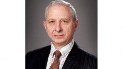 """Служебен премиер ще бъде проф. Огнян Герджиков. Той беше беше председател на 39-ото Народно събрание в периода 2001-2005 година при кабинета на Симеон Сакскобургготски. Герджиков беше принуден да подаде оставка 5 месеца преди края на мандата, когато ДПС заедно с отцепилата се от НДСВ формация - """"Новото време"""", председателствана от Емил Кошлуков организираха саботаж на предстоящата тогава продажба на Булгартабак, към който инвеститорски интерес проявяваше Бритиш Американ Табако.  Избиран е два пъти за народен представител от листата на НДСВ. Председател на Парламентарната комисия по правата на човека и вероизповеданията в 40-ото Народно събрание. Носител на орден """"Стара планина"""".  Професор Огнян Герджиков е председател на Арбитражния съд на Българска стопанска камара от 1999 г.  Сред последните политически активности на Герджиков беше кампанията му за кандидатурата на Ирина Бокова за генерален секретар на ООН."""