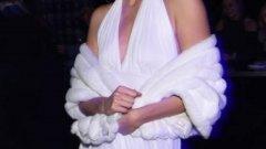 """""""Ангелът"""" на Victoria's Secret Карли Клос   Карли Клос избра да се гримира и облече като нейния идол Мерилин Монро."""