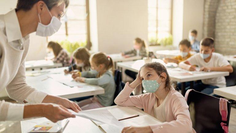 Детските градини, яслите и учебните занятия за децата от 1 до 4 клас ще продължат да се водят присъствено
